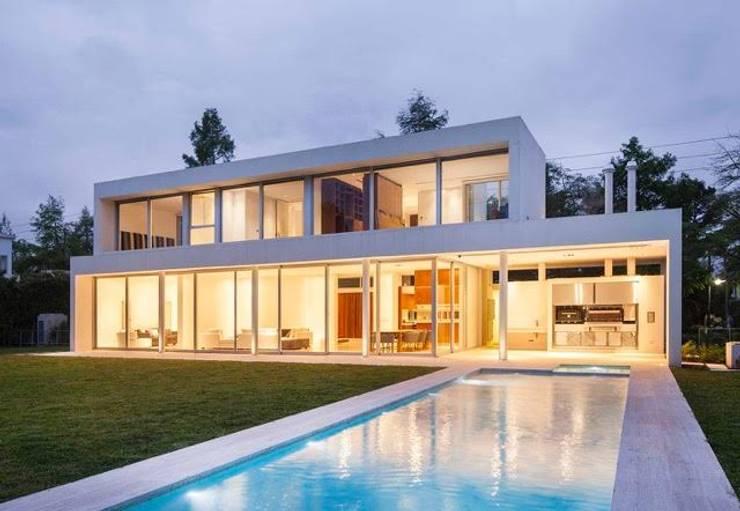 Casa Forte: Casas de estilo  por Aulet & Yaregui Arquitectos
