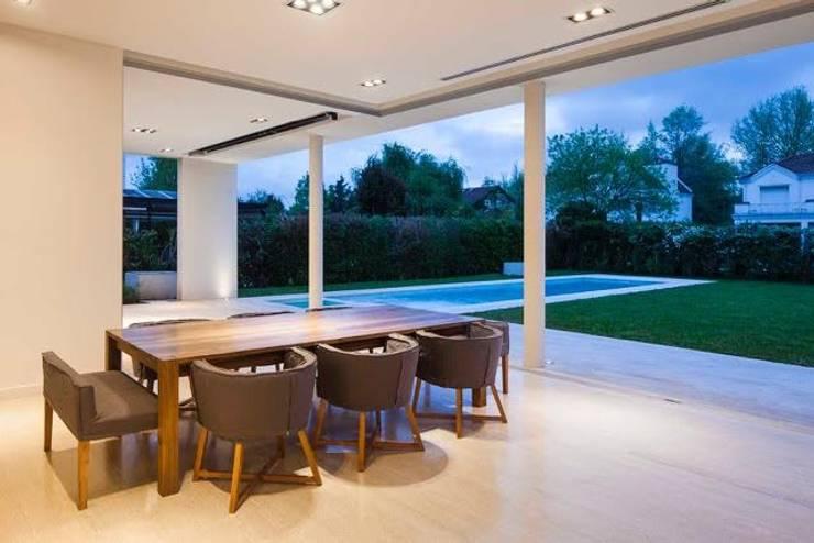 Casa Forte: Comedores de estilo  por Aulet & Yaregui Arquitectos
