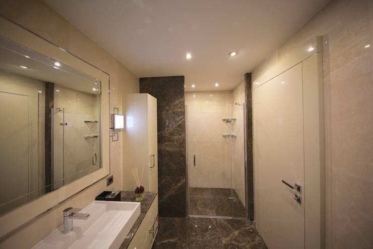 Kerim Çarmıklı İç Mimarlık – TEKNİK YAPI ÖRNEK DAİRE: modern tarz Banyo