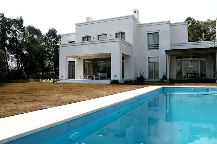 Casa Byrnes: Piletas de estilo  por Aulet & Yaregui Arquitectos