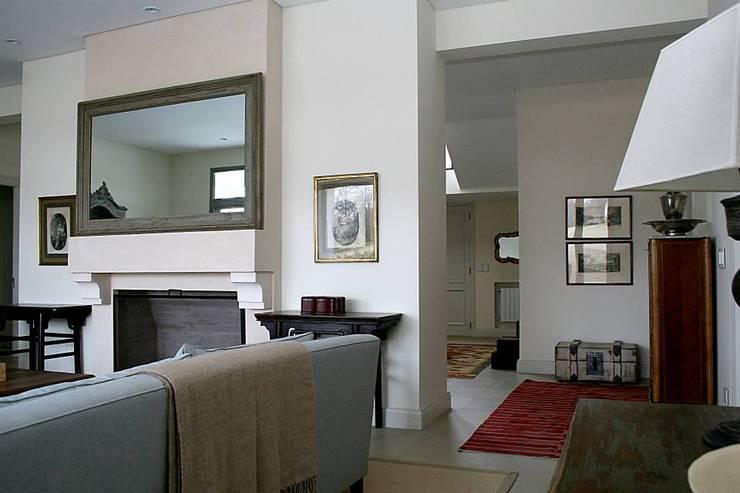 Casa Byrnes Livings modernos: Ideas, imágenes y decoración de Aulet & Yaregui Arquitectos Moderno
