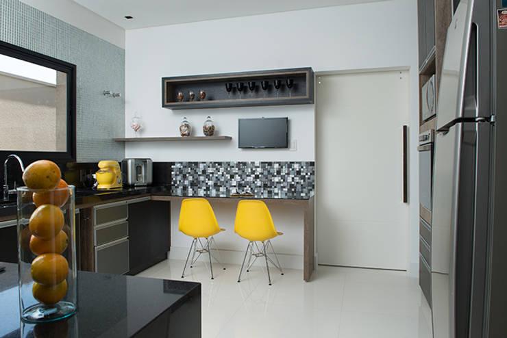 Cocinas de estilo  por Camila Castilho - Arquitetura e Interiores