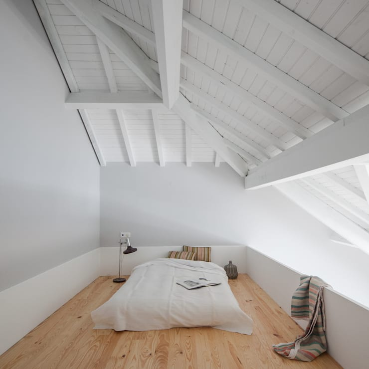 Santa Teresa: Quartos ecléticos por Pedro Ferreira Architecture Studio Lda