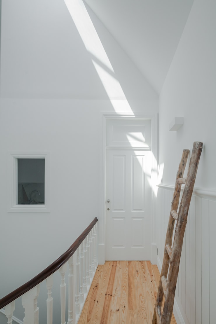 Eclectic style corridor, hallway & stairs by Pedro Ferreira Architecture Studio Lda Eclectic Marble