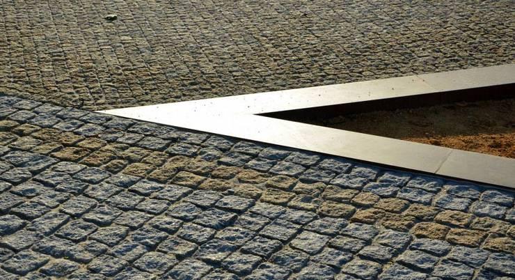 Memorial aos Combatentes da Guerra do Ultramar: Jardins  por OAC Arquitectos