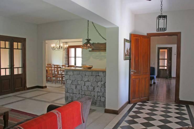 Salas de estilo  por Aulet & Yaregui Arquitectos