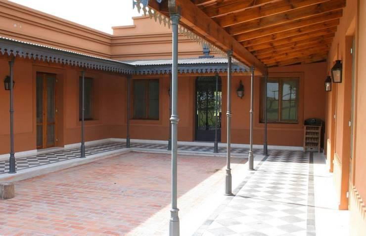 Loo Mapu Balcones y terrazas rurales de Aulet & Yaregui Arquitectos Rural