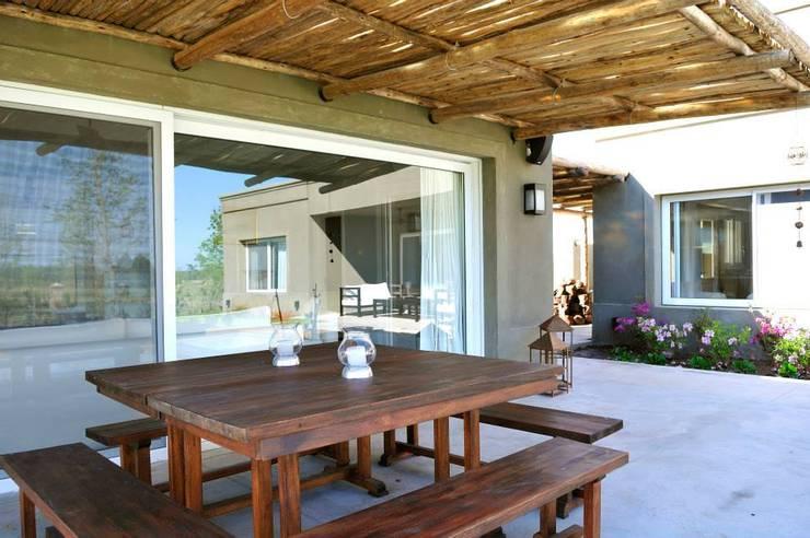 Casa en Pilará: Jardines de invierno de estilo  por Aulet & Yaregui Arquitectos