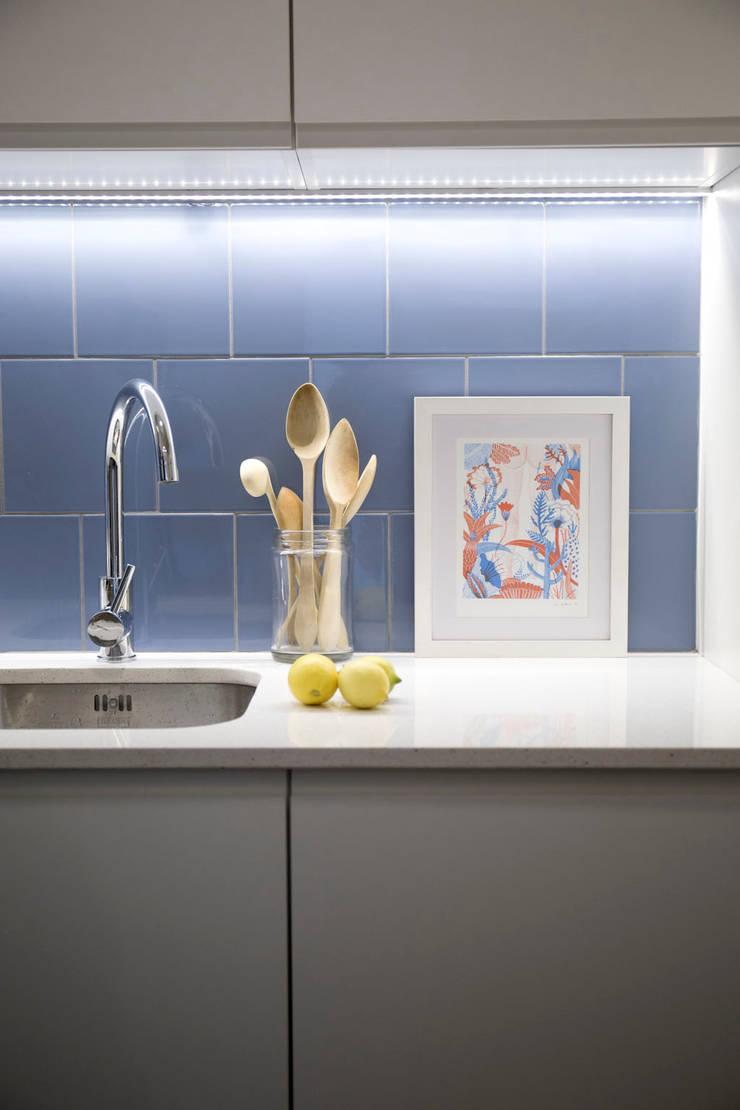 Cocina: Cocinas de estilo minimalista de MMMU Arquitectura i Disseny