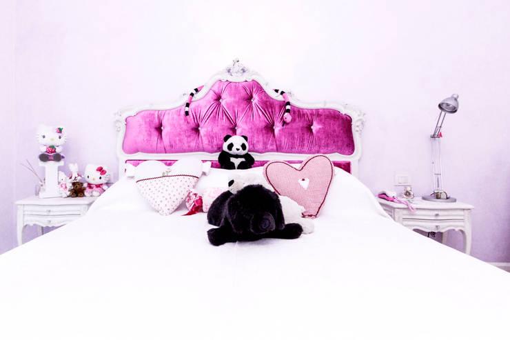 Armadiatura e Letto Camera Ragazzi: Camera da letto in stile in stile Eclettico di Galleria del Vento