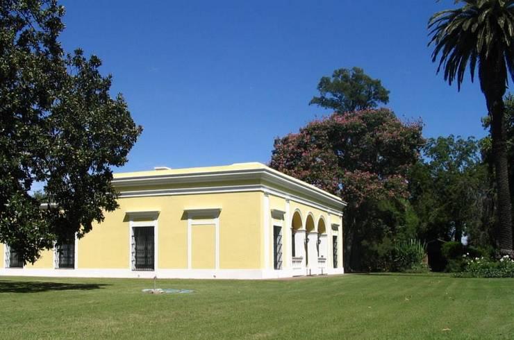 Nhà by Aulet & Yaregui Arquitectos