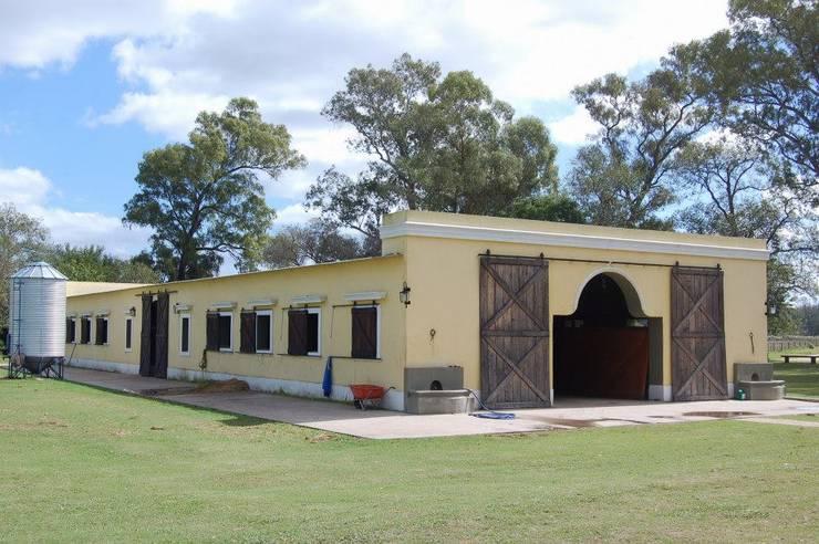 Casas coloniais por Aulet & Yaregui Arquitectos