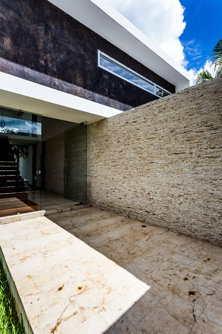 Ingresso, Corridoio & Scale in stile moderno di P11 ARQUITECTOS Moderno