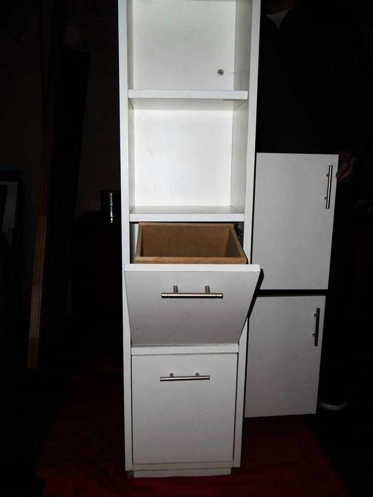 Mueble esquinero: Livings de estilo  por ZT . Diseño de mobiliario