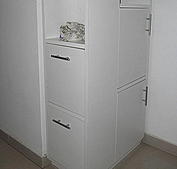 Mueble esquinero: Baños de estilo  por ZT . Diseño de mobiliario