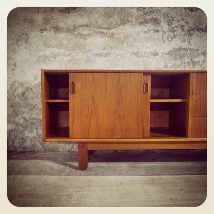 Bramin Teak Sideboard & Erling Torvits | Disponíveis_Available: Sala de jantar  por Retro Wood
