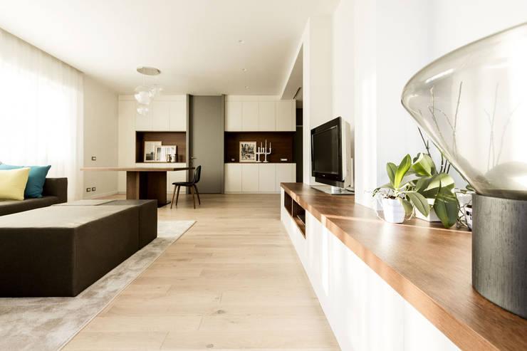 Living room by Galleria del Vento, Modern