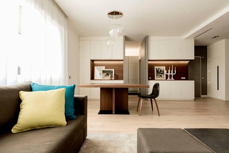 Appartamento Residenziale - Cernobbio 2015: Sala da pranzo in stile in stile Moderno di Galleria del Vento
