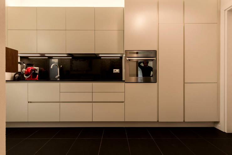 Appartamento Residenziale - Cernobbio 2015: Cucina in stile in stile Moderno di Galleria del Vento