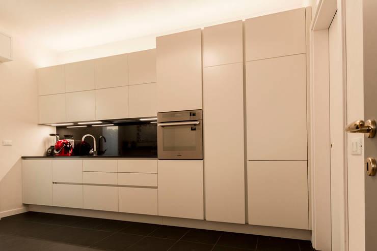 Kitchen by Galleria del Vento, Modern