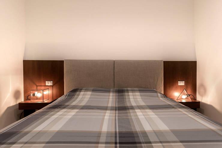 Appartamento Residenziale - Cernobbio 2015: Camera da letto in stile in stile Moderno di Galleria del Vento