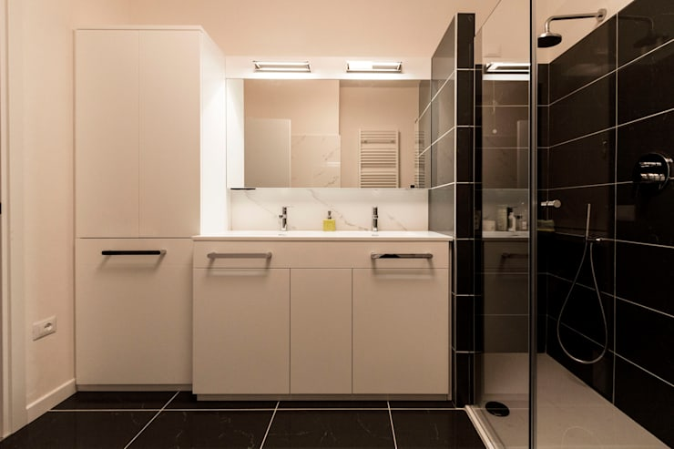 Appartamento Residenziale - Cernobbio 2015: Bagno in stile in stile Moderno di Galleria del Vento