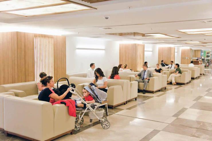 Ekrem Yigit-Işıkizi Görsel iletişim – Medipol Mega Üniversitesi Hastanesi'nin giriş Lobisi:  tarz Hastaneler