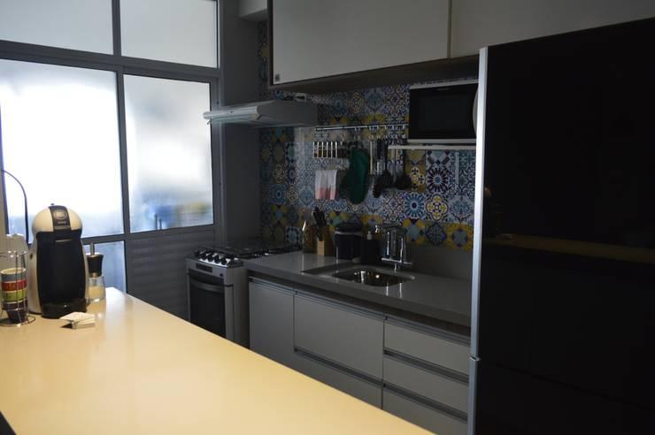 Bancada da cozinha: Cozinhas  por Zappa e Oliveira Arquitetura e Interiores