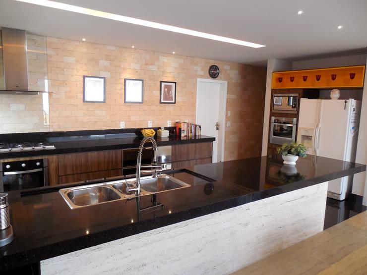 Residência Condomínio Jardins do Lago Cozinhas modernas por contato140 Moderno