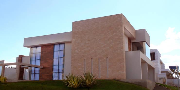 Residência Condomínio Jardins do Lago Casas modernas por contato140 Moderno