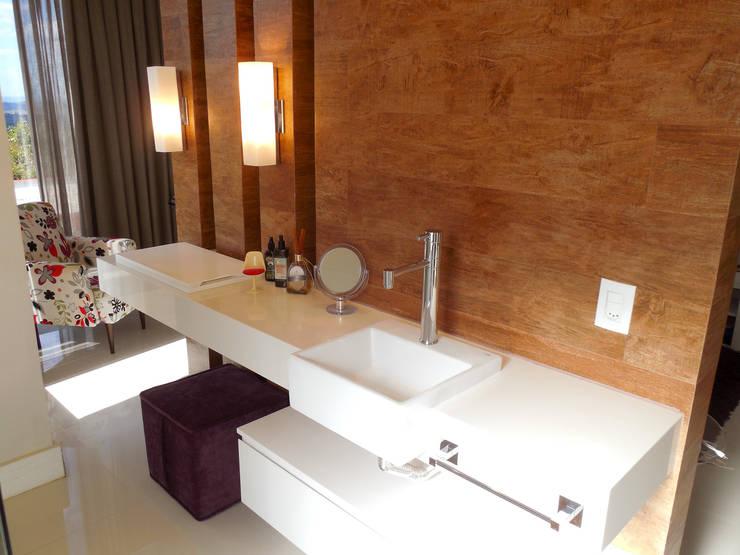 Residência Condomínio Jardins do Lago Banheiros modernos por contato140 Moderno