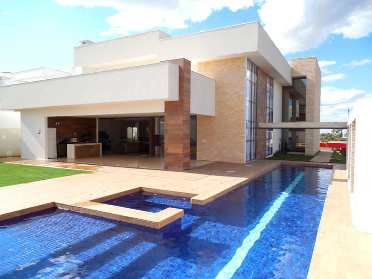Residência Condomínio Jardins do Lago Piscinas modernas por contato140 Moderno
