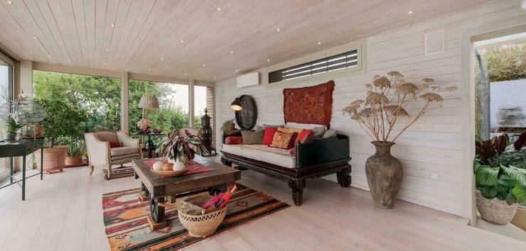 Livings de estilo  por Studio Maggiore Architettura