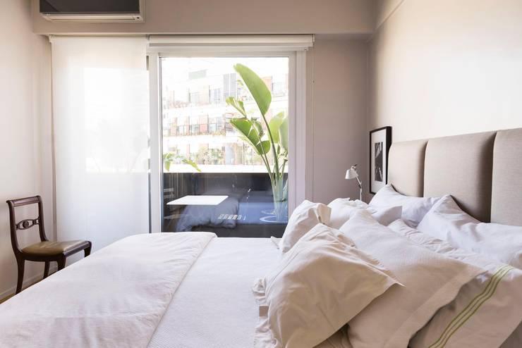 Arroyo: Dormitorios de estilo  por ezequielabad