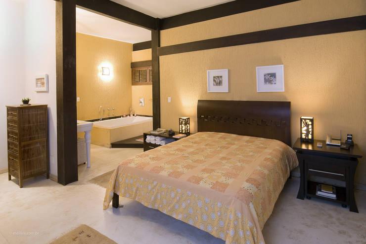 Dormitorios de estilo  por Mellani Fotografias