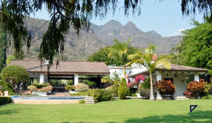 COUNTRY HOUSE IN MALINALCO MEXICO: Jardines de estilo  por De Ovando Arquitectos