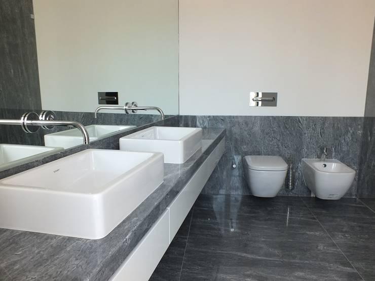 Projekty,  Łazienka zaprojektowane przez Belgas Constrói Lda