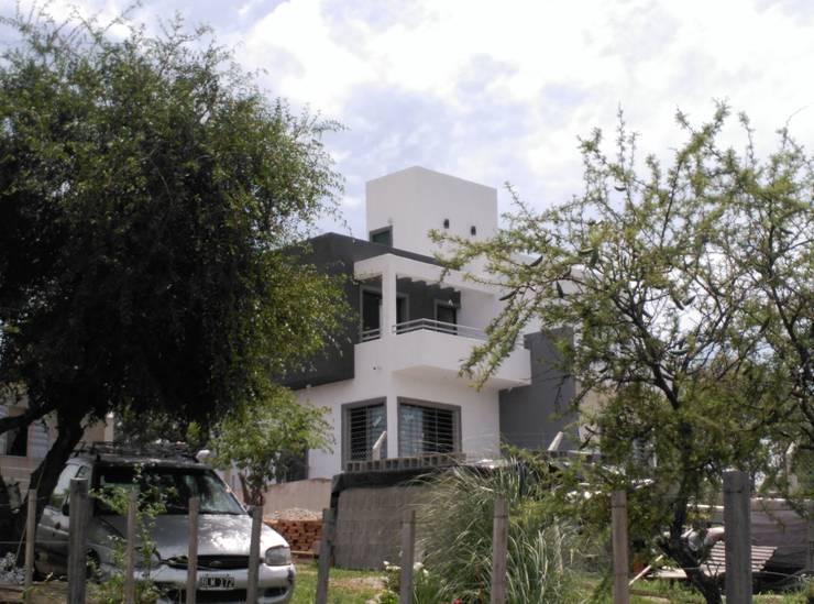 VIVIENDA UNIFAMILIAR CABALANGO – CORDOBA: Casas de estilo  por SITTNER / RONCO RAMPULLA ARQUITECTOS