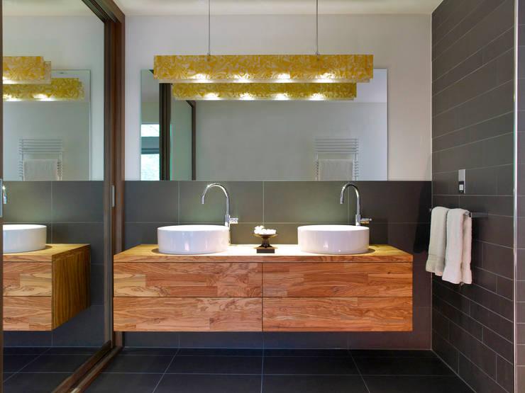 Projekty,  Łazienka zaprojektowane przez Baufritz (UK) Ltd.