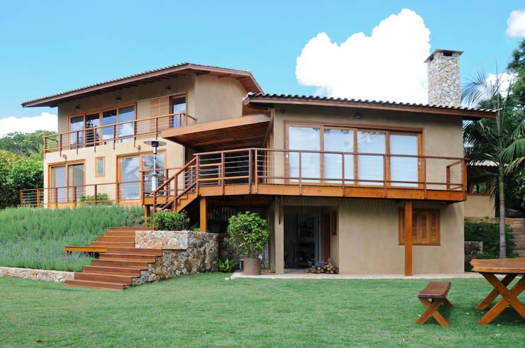 RESIDENCIA CAMPO 1: Casas  por Martins Valente Arquitetura e Interiores