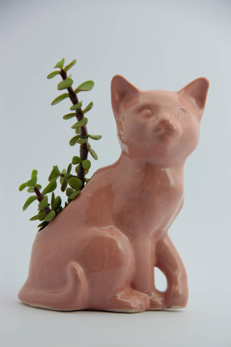 Maceta Gato: Hogar de estilo  por FRIDA ceramica