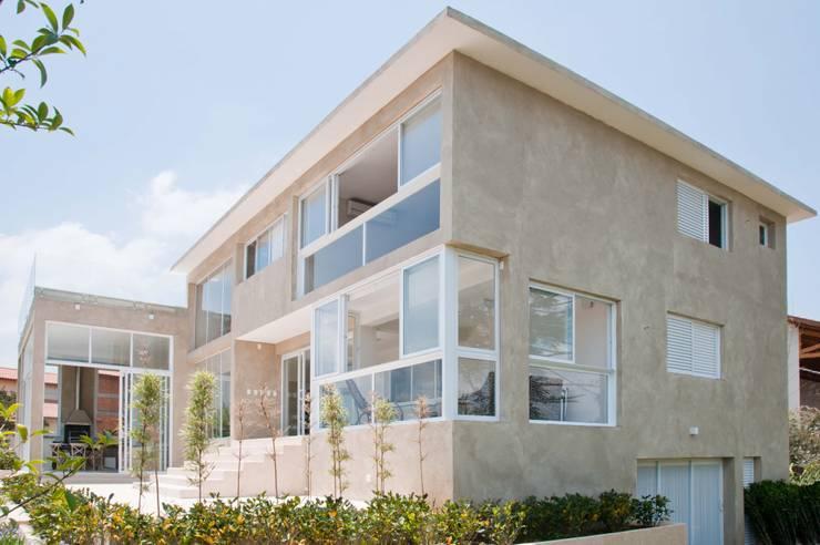 Projekty,  Domy zaprojektowane przez Martins Valente Arquitetura e Interiores