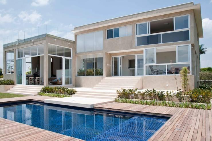 Casas de estilo  por Martins Valente Arquitetura e Interiores