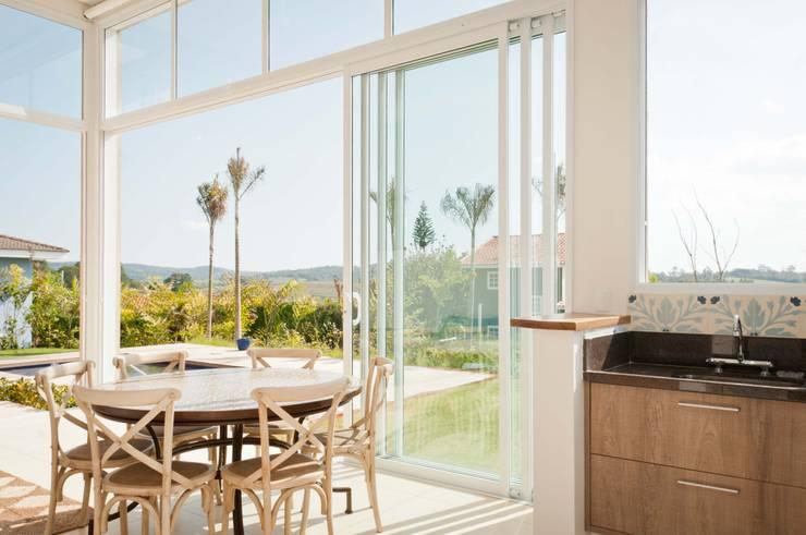 Salas de jantar  por Martins Valente Arquitetura e Interiores