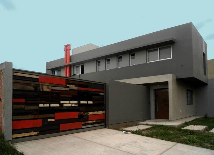 Vivienda DLB - Tejas 2 (proyecto y obra): Casas de estilo  por ANDA arquitectos