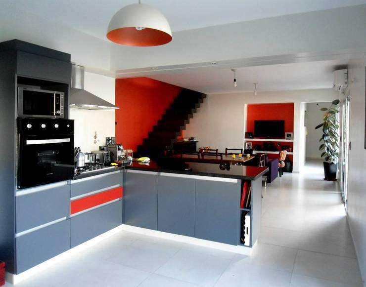 Vivienda DLB - Tejas 2 (proyecto y obra): Cocinas de estilo moderno por ANDA arquitectos