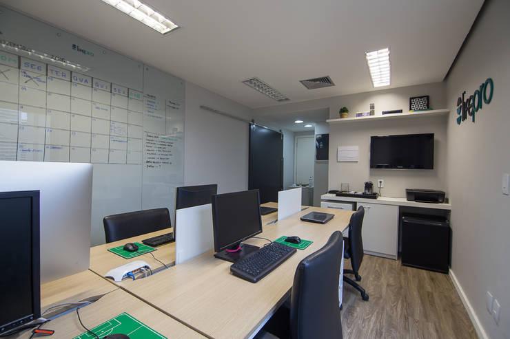 Escritório Barra da Tijuca- Le Monde: Edifícios comerciais  por Duplex Interiores ,Moderno