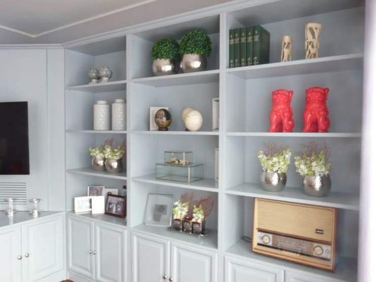 Restyling de uma casa de Verão: Salas de estar  por Blanco Interiores