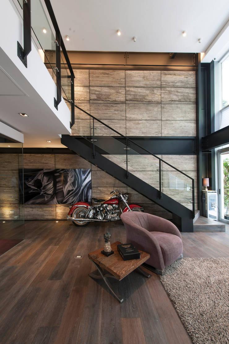 Departamento HG: Pasillos y recibidores de estilo  por Hansi Arquitectura