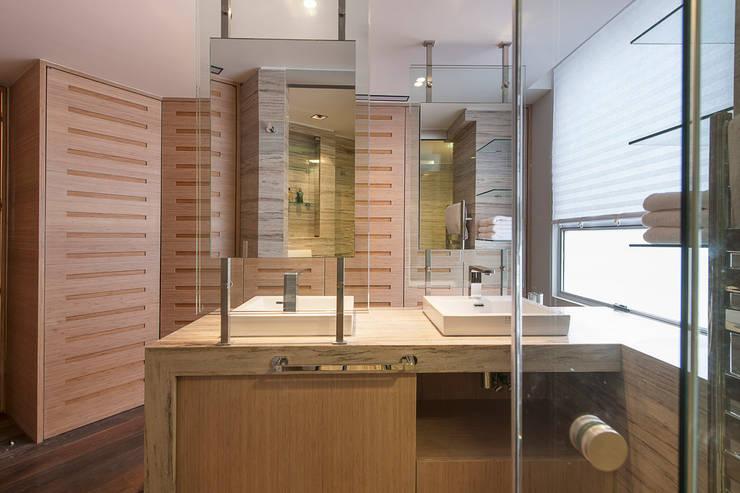 Departamento HG: Baños de estilo  por Hansi Arquitectura